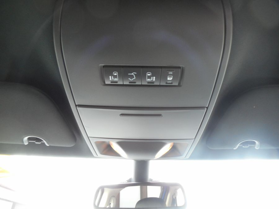Blue Dodge Grand Caravan image number 17