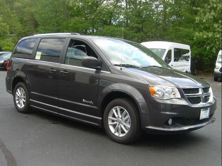 Gray Dodge Grand Caravan image number 18