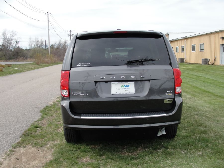Dodge Grand Caravan image number 8