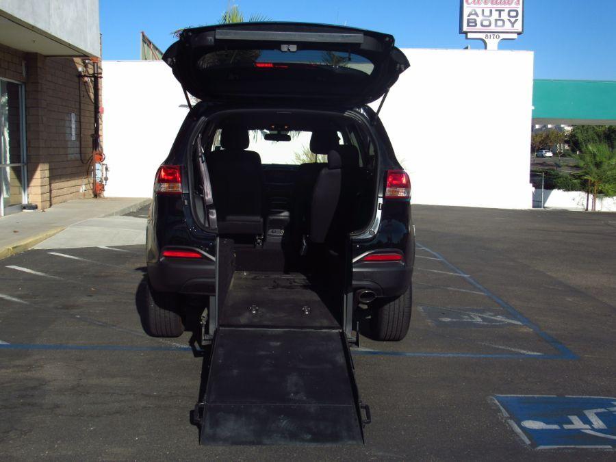BLACK Kia Sorento with Rear Entry Manual  ramp