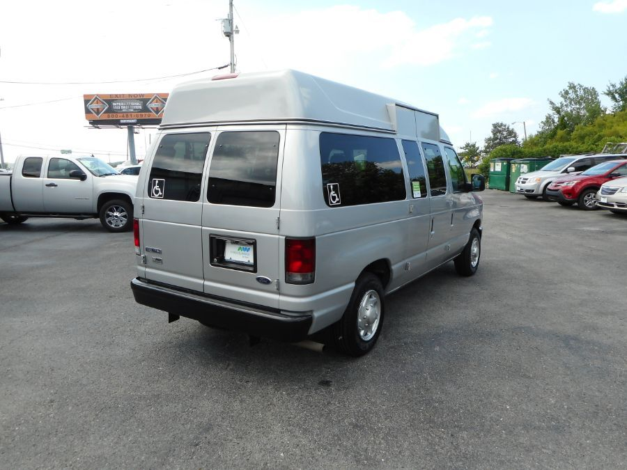 Silver Ford E-150 image number 7