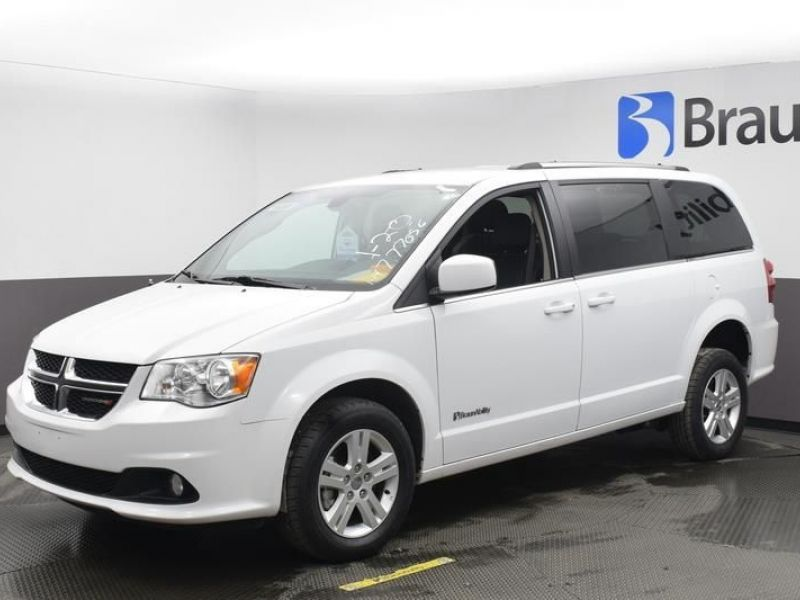 White Dodge Grand Caravan image number 16
