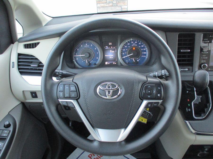 Brown Toyota Sienna image number 10
