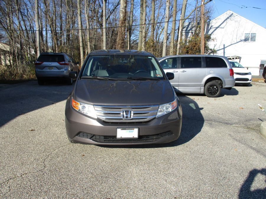 Gray Honda Odyssey image number 17