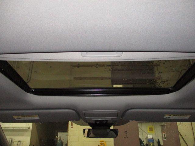Silver Honda Odyssey image number 22