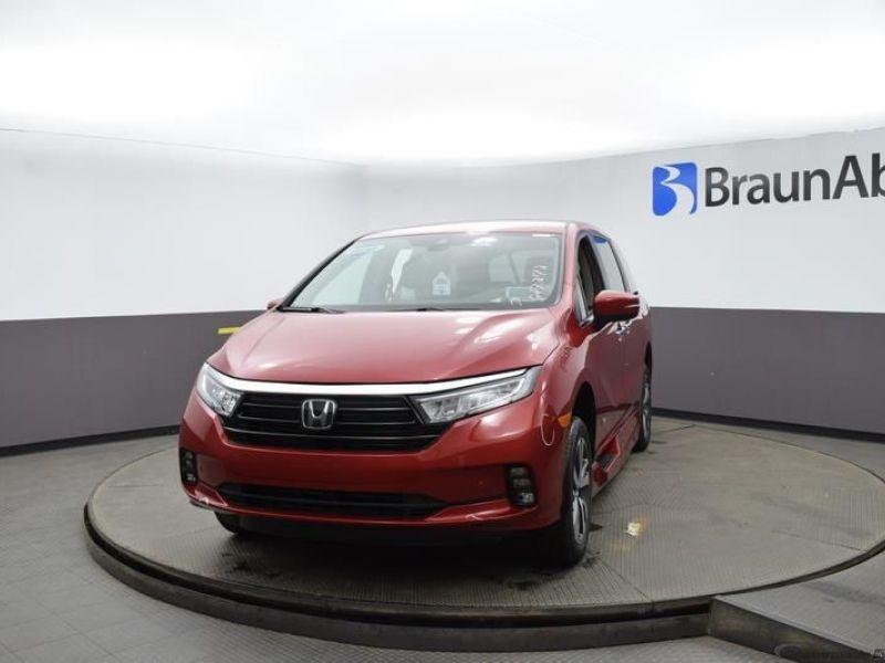Red Honda Odyssey image number 1