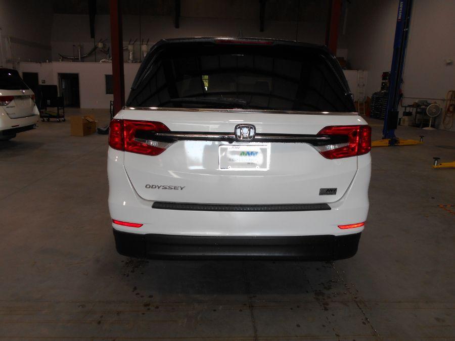 White Honda Odyssey image number 5