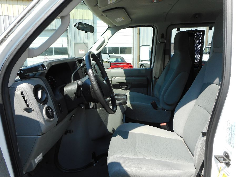 WHITE Ford E-350 image number 12