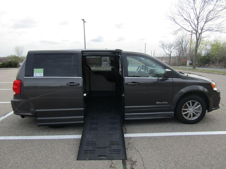 Gray Dodge Grand Caravan image number 1