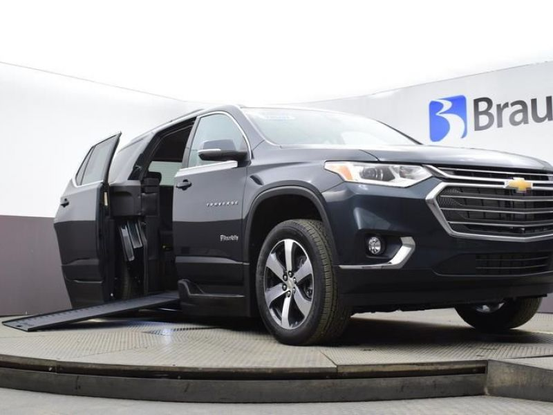 Gray Chevrolet Traverse image number 12