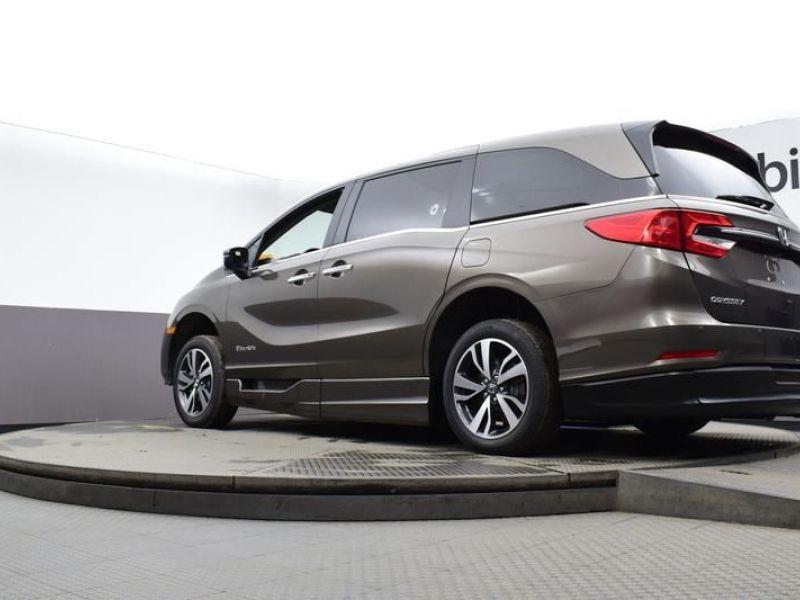 Gray Honda Odyssey image number 16