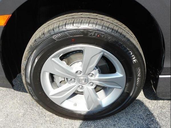 Gray Honda Odyssey image number 24