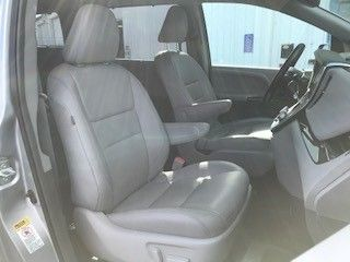 Toyota Sienna image number 14