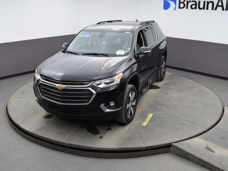 Black Chevrolet Traverse image number 20