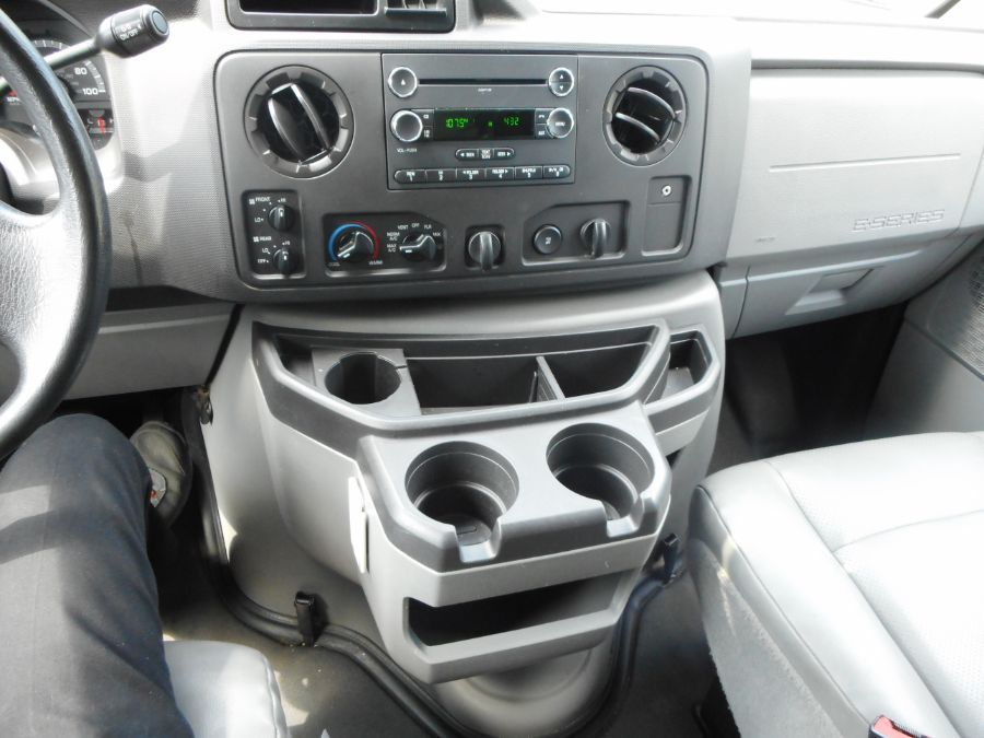 Silver Ford E-150 image number 11