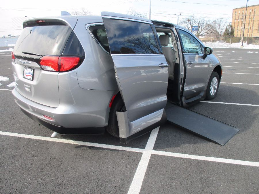 SILVER Chrysler Pacifica image number 24