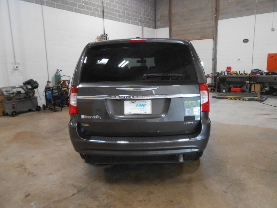 Gray Chrysler Town and Country image number 6