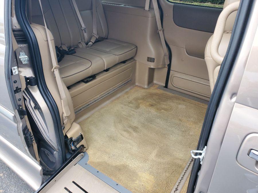 Brown Buick Terraza image number 13