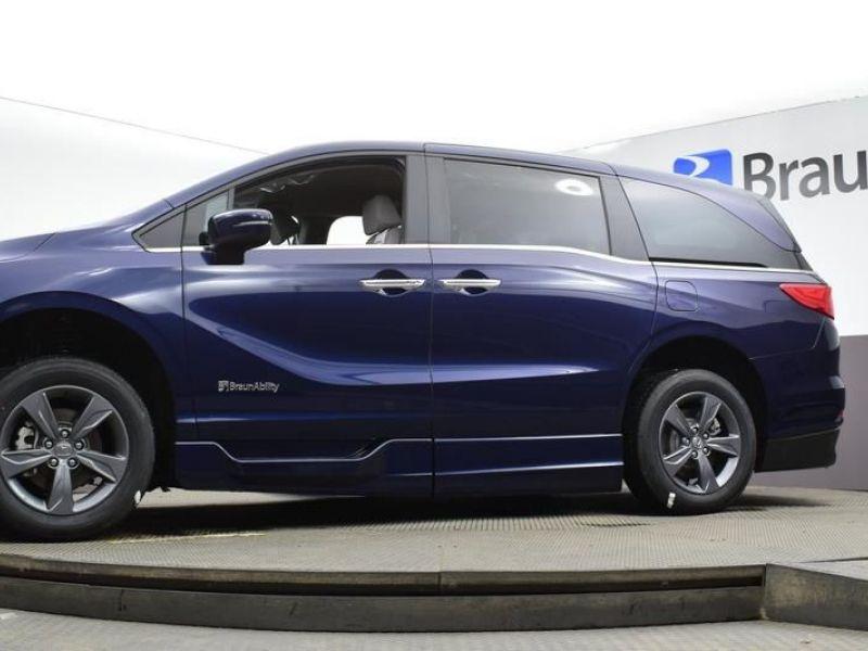 Blue Honda Odyssey image number 25