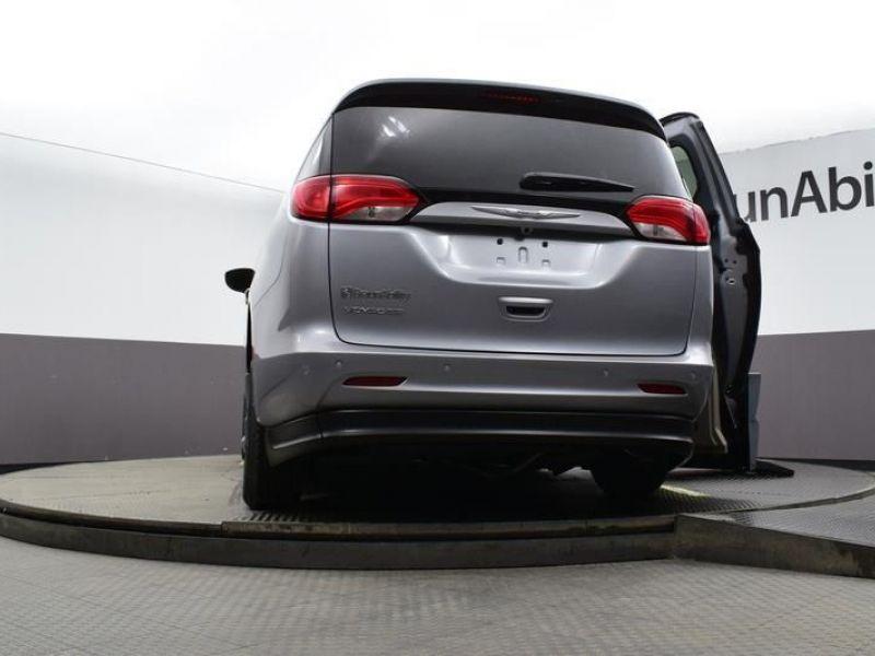 Silver Chrysler Voyager image number 15