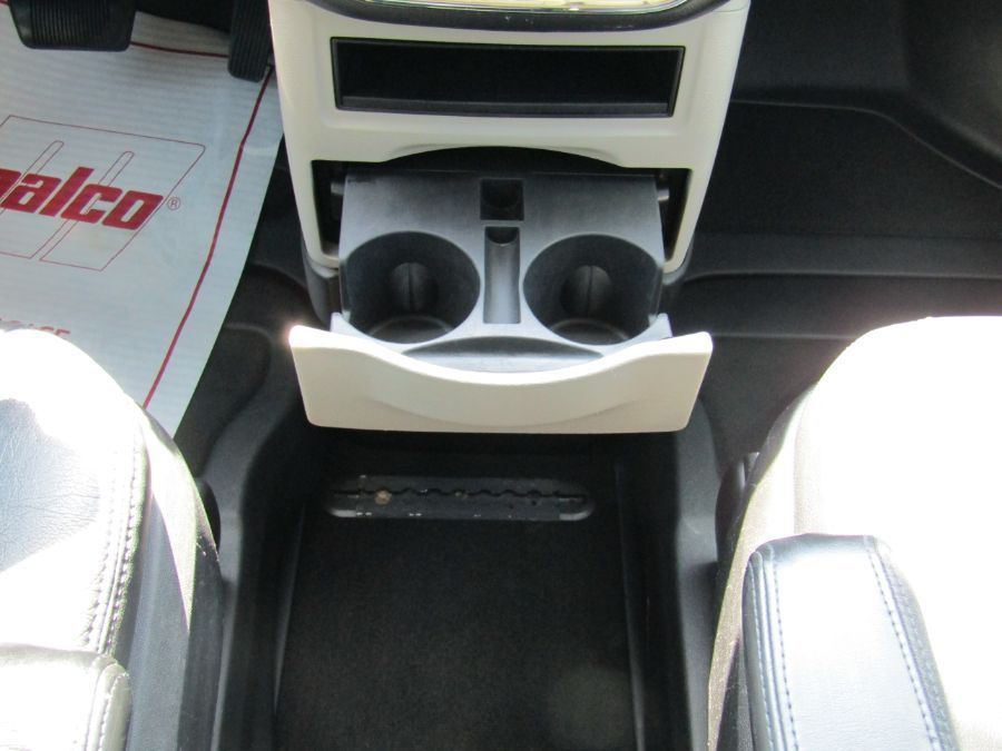 Gray Chrysler Town and Country image number 12