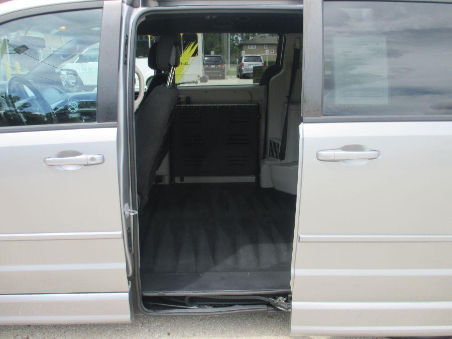 Silver Dodge Grand Caravan image number 17