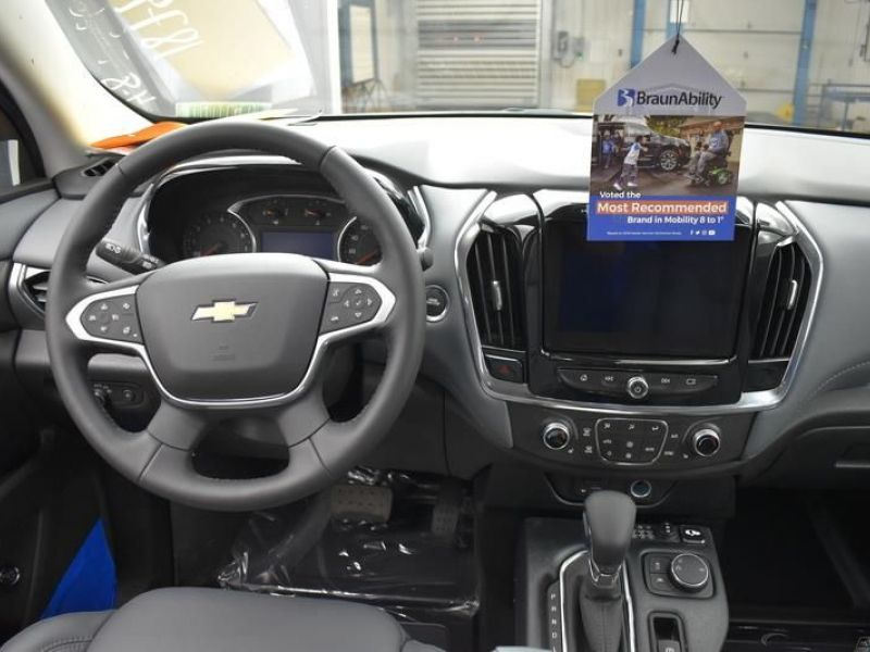 Silver Chevrolet Traverse image number 9