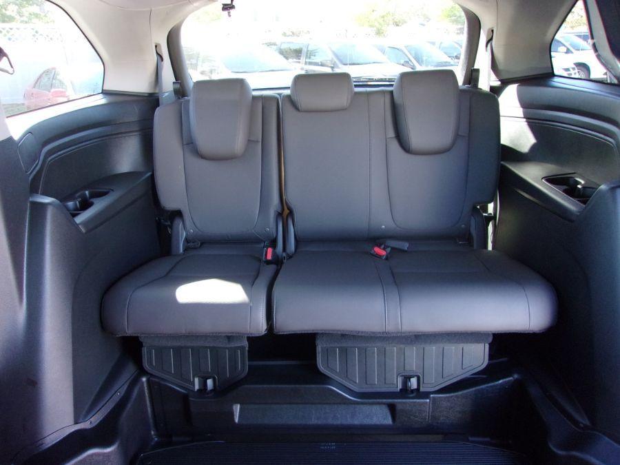 Black Honda Odyssey image number 13