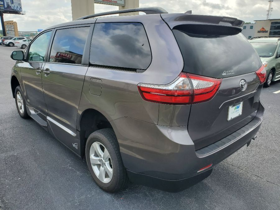 Gray Toyota Sienna image number 8