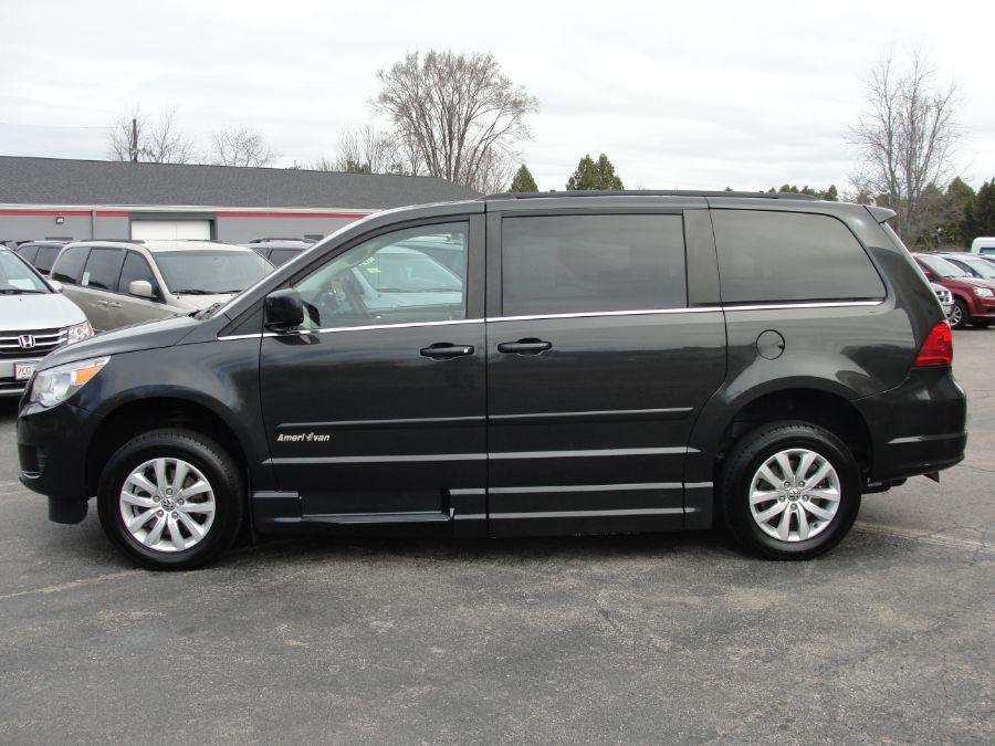 Gray Volkswagen Routan image number 4