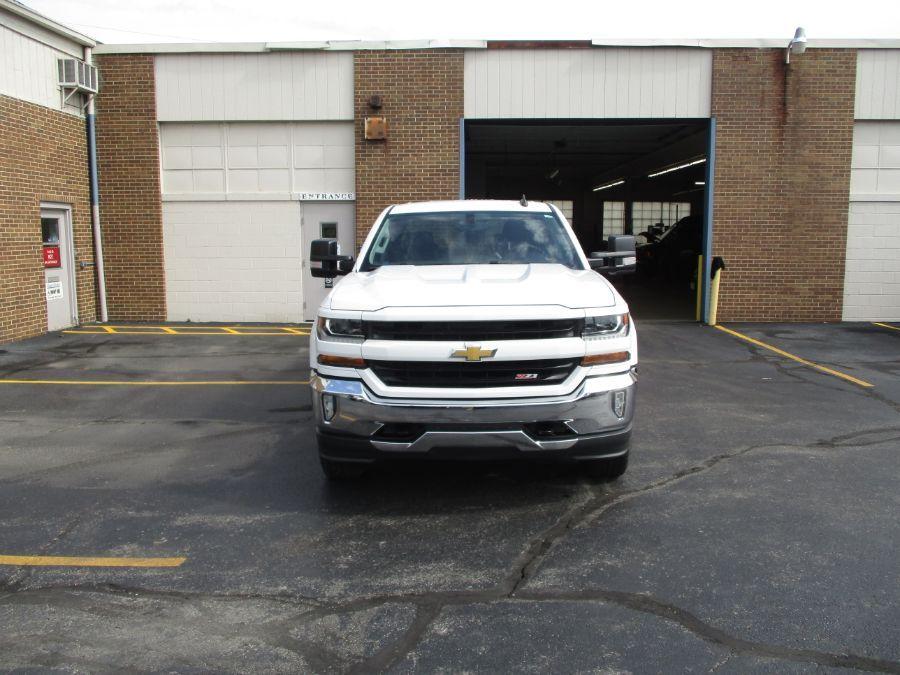 White Chevrolet Silverado 1500 image number 2