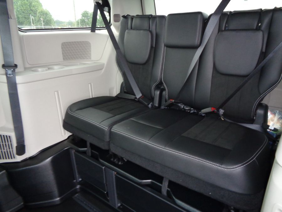 White Dodge Grand Caravan image number 14