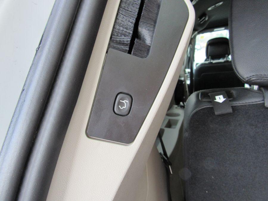 White Dodge Grand Caravan image number 32