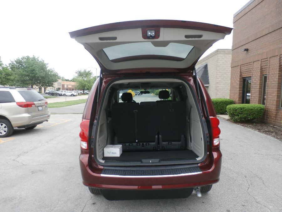 Red Dodge Grand Caravan image number 23