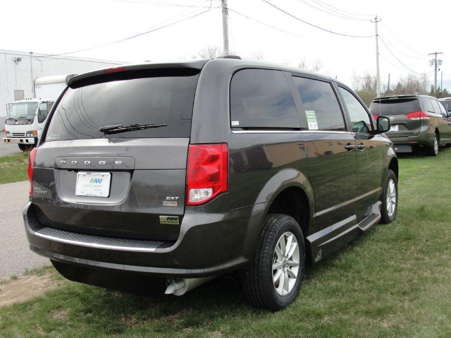 Dodge Grand Caravan image number 9
