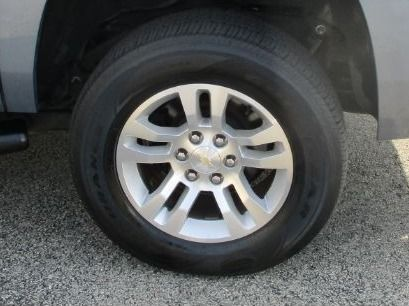 Gray Chevrolet Suburban image number 24