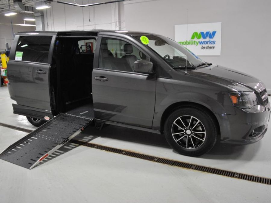 Gray Dodge Grand Caravan image number 0