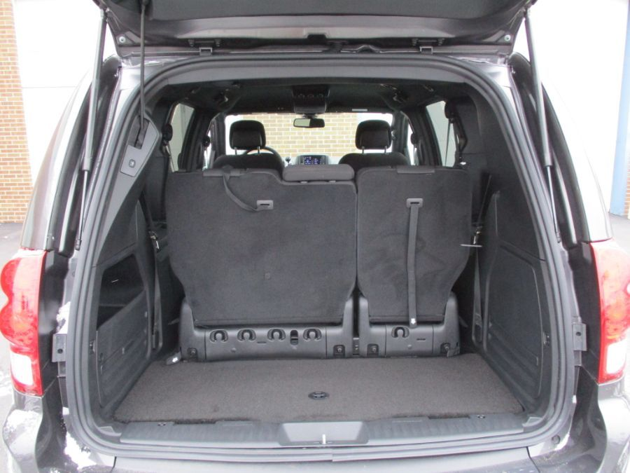Gray Dodge Grand Caravan image number 25