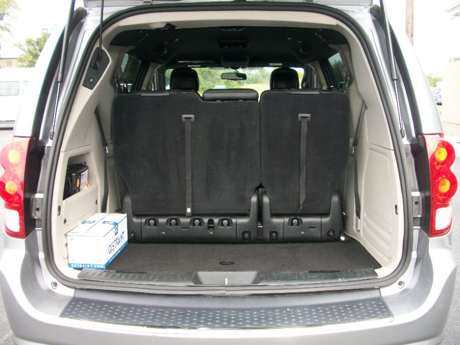 Silver Dodge Grand Caravan image number 17