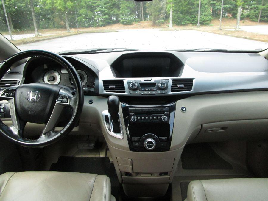 Red Honda Odyssey image number 4