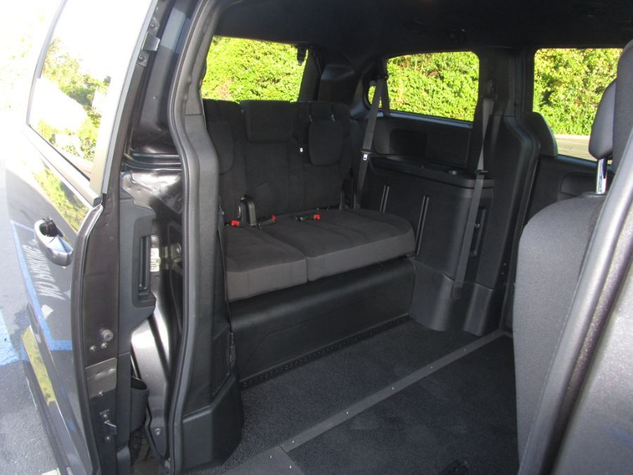 Gray Dodge Grand Caravan image number 14