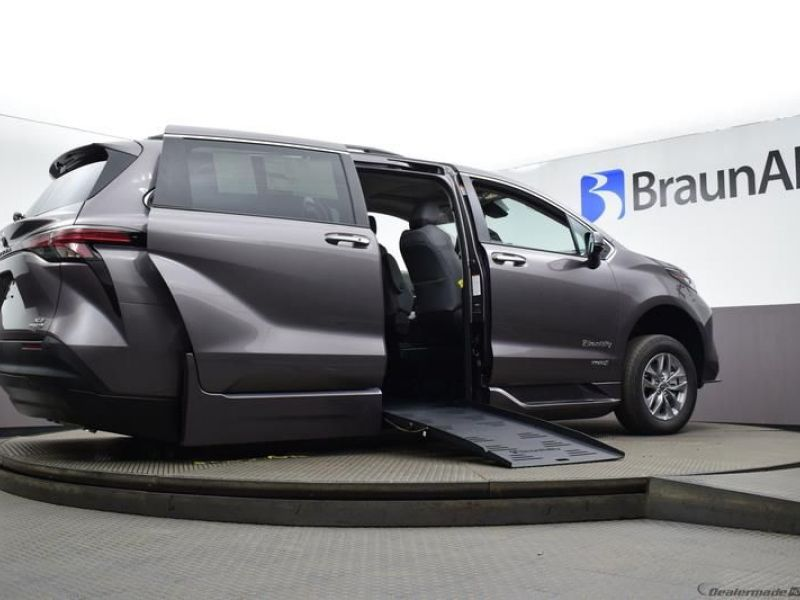 Gray Toyota Sienna image number 10