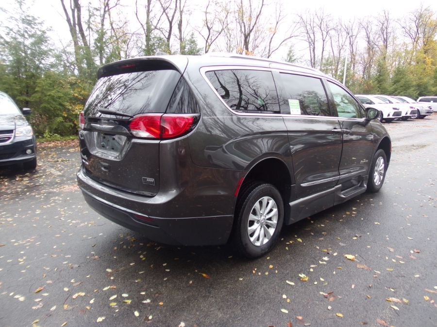 Gray Chrysler Pacifica image number 6