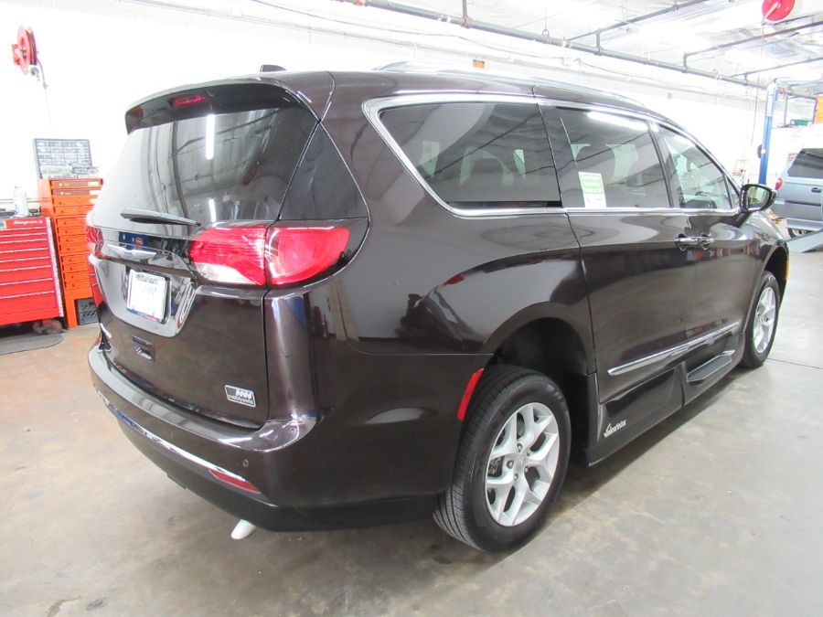 Brown Chrysler Pacifica image number 12