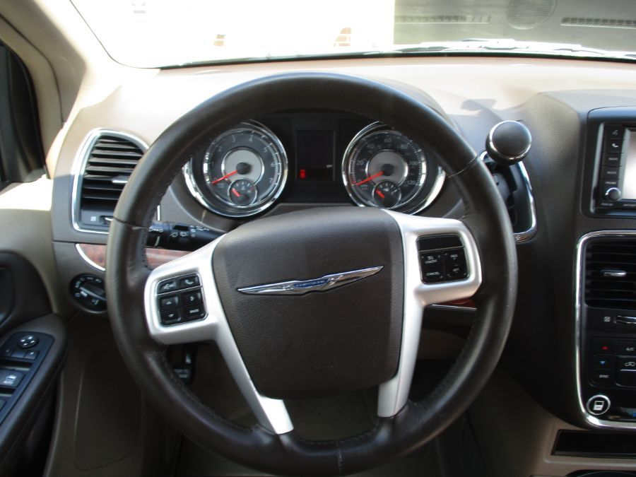 Black Chrysler Town and Country image number 11