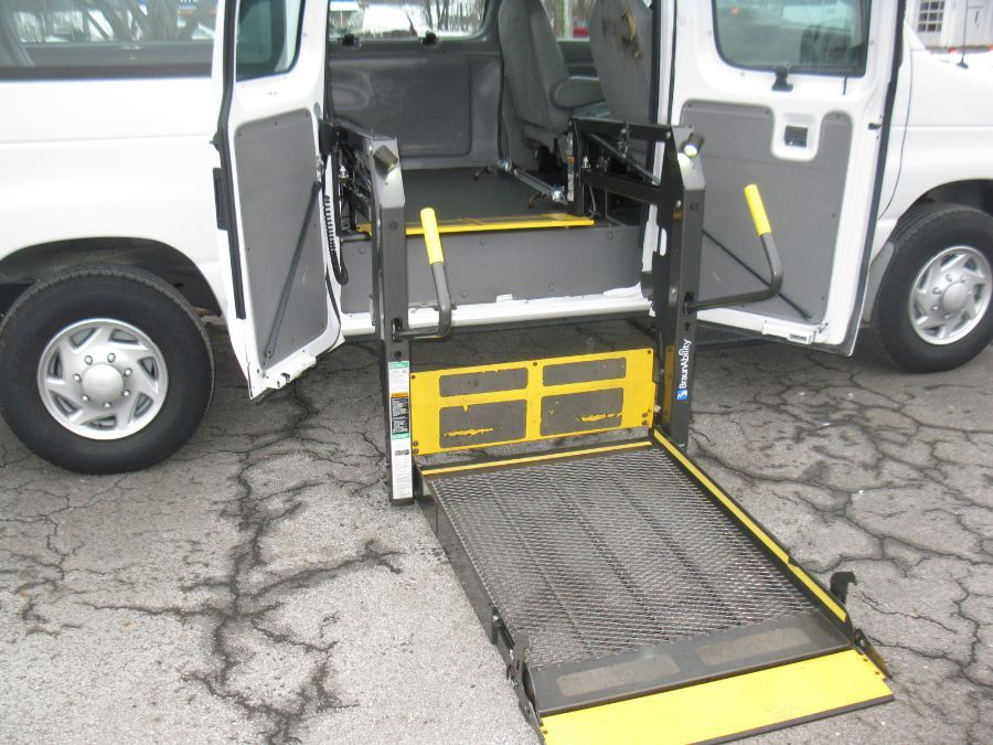 White Ford E-Series Cargo image number 14