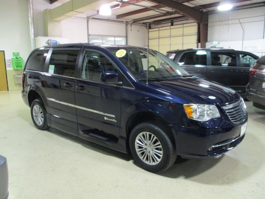 Blue Chrysler Town and Country image number 17
