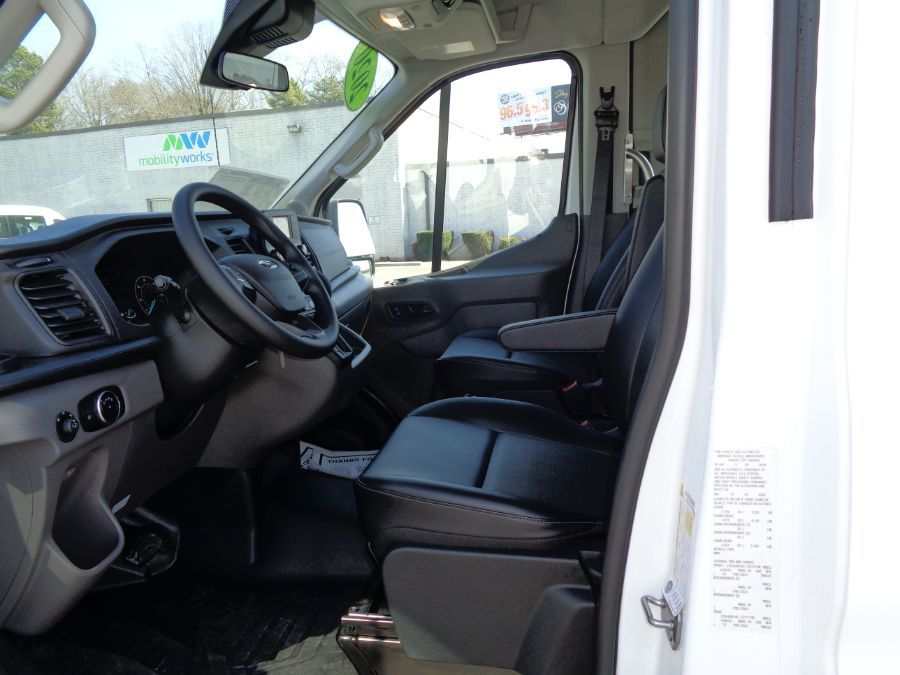 White Ford T350 image number 9