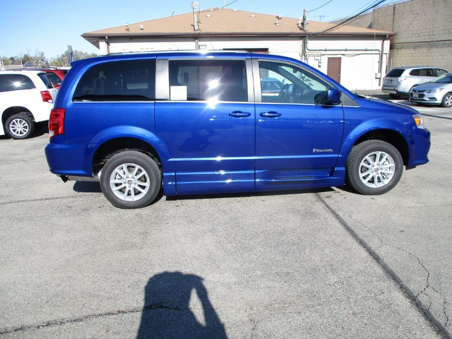 Blue Dodge Grand Caravan image number 11
