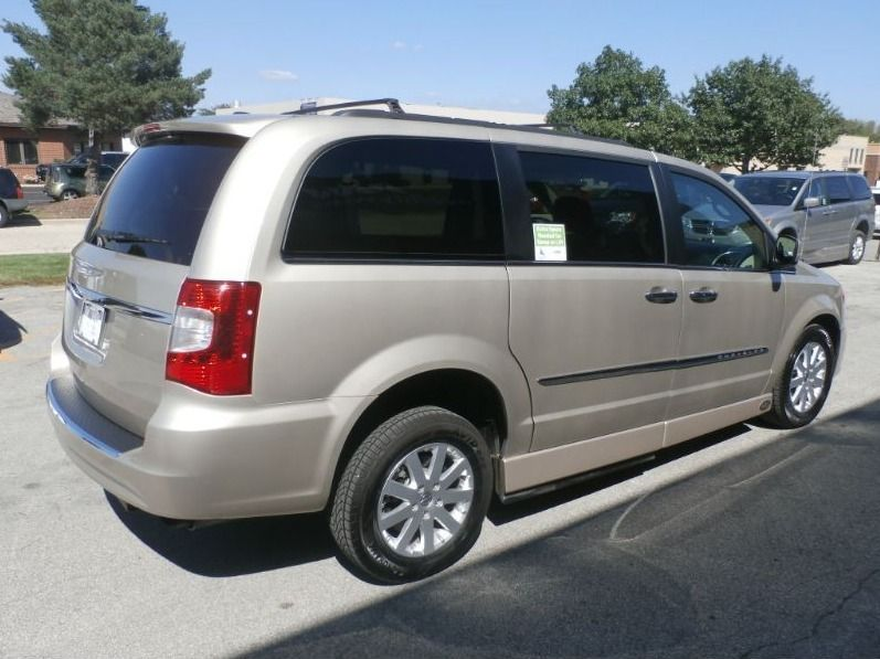 BROWN Chrysler Town and Country image number 6